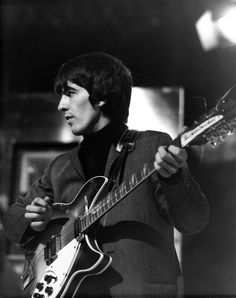"""The Beatles are a famous English band that originated in Liverpool, England. They became """"The Beatles"""" in 1960 and consisted of four very talented and incredibly influential musicians; John Lennon, Paul McCartney, George Harrison, and Ringo Starr. George Harrison, Beatles Photos, The Beatles, Beatles Guitar, Best Guitar Players, The Fab Four, Music Pictures, The Clash, Lucky Star"""
