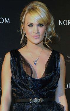 Carrie Underwood Bobby Pinned Updo - Carrie Underwood attended the Nordstrom Symphony fashion show wearing her hair in a side looped ponytail with soft loose curls and side-swept bangs. Pretty Hairstyles, Wedding Hairstyles, Long Hairstyle, Wedding Updo, Famous Vegans, Carrie Underwood Photos, The Beauty Department, Celebs, Celebrities