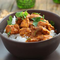 Chicken Curry with Rice Recipe is a complete meal for you at dinner or lunch. Chicken Curry over the bed of Rice is a perfect meal for my family and guests. Indian Food Recipes, Asian Recipes, Healthy Recipes, Simple Recipes, Tapas, Curry Chicken And Rice, Thai Curry, Curry Dishes, Indian Dishes