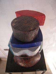 """""""Mujer coya """" , madera policromada, medidas 25 x 30 x 40 cm , 2014, del artista Diego Manuel"""