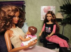 Racquel Prepares Dinner for her Mom and Sister | Fashion Dolls at Van's Doll Treasures