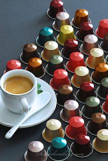 Thanks to Nespresso coffee maker machine and Refillable Capsules compatible Nespresso that we can easily make coffee and even tea in a jiffy, no matter how many guests we have.