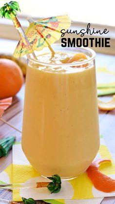 Lassi Recipes, Smoothie Recipes, Vitamix Recipes, Yummy Smoothies, Smoothie Drinks, Cooking Recipes, Chocolate Powder, Mini Chocolate Chips, Healthy Granola Bars