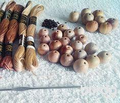 Слингобусы своими руками Textile Jewelry, Beaded Jewelry, Beaded Bracelets, Crochet Scarves, Knit Crochet, Flower Center, Crochet For Kids, Wooden Beads, Crochet Flowers