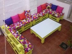 pallet-light-green-terrace-sofa-with-colorful-cushions.jpg 720×540 pixels