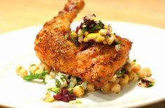وجبة متكاملة تستخدم مجموعة من التوابل والبهارات لتضفي مذاق مغربي مميز لأوراك الدجاج. قدميه مع الكسكسي، الأرز الأبيض أو خبز شامي، بلدي، أو عربي.