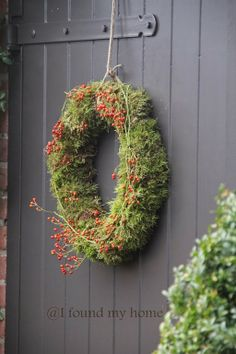 moss and hips Wreaths Xmas Wreaths, Autumn Wreaths, Wreaths For Front Door, Door Wreaths, Flower Decorations, Christmas Decorations, Holiday Decor, Decoration Inspiration, Merry Christmas To All
