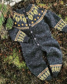 Høstbladdressen / Autumn Leaf Onsie pattern by northern-knitting Knitting For Kids, Baby Knitting Patterns, Crochet Jumpsuits, Rompers, Swag Boys, Swag Swag, Onesie Pattern, Kids Fashion Boy, Girl Fashion