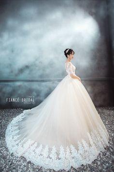 mẫu váy cưới đẹp Fiance