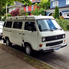 Tidy VW Vanagon spotted in North Vancouver, with Washington license plate.