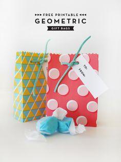 Bolsas de regalo imprimibles // Printable Geometric Gift Bags | Oh Happy Day!