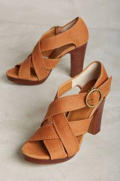 c57756c41c8 286 mejores imágenes de zapatos en 2019