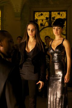 Lost Girl - Anna Silk as Bo and Ksenia Solo as Kenzi Kenzie Lost Girl, Lost Girl Bo, Ksenia Solo, Kris Holden Ried, Bo And Lauren, Anna Silk, Girls Series, Tv Series, Lany