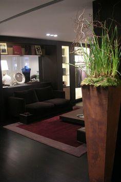 CUSTOMIZED Ruckstuhl Carpet for elegant and exclusive shop design. Interior Inspiration, Entrance, Carpet, Interior Design, Elegant, Architecture, Shop, Nest Design, Classy