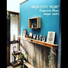 女性で、、家族住まいのリノベーション/DIY/ブログ更新しました♡/男前インテリア/グラフィティーペイント…などについてのインテリア実例を紹介。「玄関の壁を白い壁紙からペイント&腰壁に  DIYリノベーション!  詳しくはブログに遊びに来てね♡  http://ameblo.jp/nonntokou/entry-12099529687.html」(この写真は 2015-11-25 22:25:19 に共有されました)