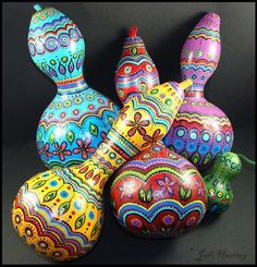 I hand painted these dried gourds with acrylic paints then sealed with a clear acrylic spray! Very fun and easy project, but if you time consuming if you like details as much as I do! Decorative Gourds, Hand Painted Gourds, Diy And Crafts, Arts And Crafts, Gourds Birdhouse, Gourd Art, Handmade Home Decor, Diy Art, Craft Projects
