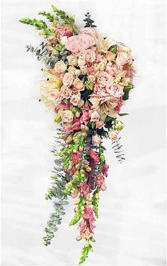 Showcase 2017 Wedding Trends with these 3 Bouquet Styles - OASIS Floral Ideas