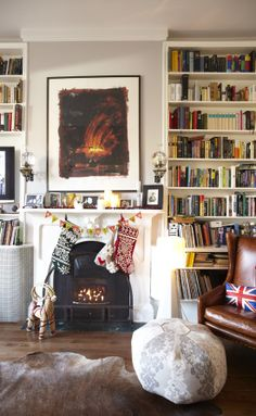 Cozy fireplace, lots of books...just what I love.