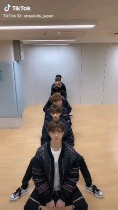 Stray Kids Seungmin, Felix Stray Kids, Funny Kpop Memes, Kid Memes, Jackson Wang, Mamamoo, Kpop Gifs, Chris Chan, Crazy Kids