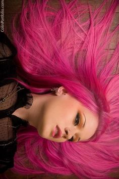 Dye your hair simple & easy to ombre Electric hair color - temporarily use ombre pink hair dye to achieve brilliant results! DIY your hair ombre with hair chalk Kelly Eden, Pastel Hair, Purple Hair, Hot Pink Hair, Funky Hairstyles, Pretty Hairstyles, Love Hair, Gorgeous Hair, Catty Noir