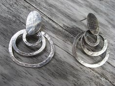 Pebble/concentric rings earrings by LisaColbyMetalsmith on Etsy