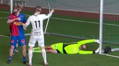 Watch - Virtual Reality makes football hilarious and awful