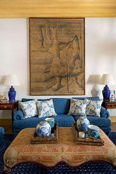 Large print behind sofa  home Jorge Elias Foto  Ricardo Labougle  Arquitetura Colonial, 4845f14a83