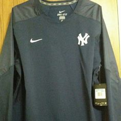 BRAND NEW NIKE YANKEE WINDBREAKER TOP Dri-Fit pulls away sweat to help keep you dry and comfortable. Stay cool material helps you stay cool when things heat up. Size medium. Brand new official YANKEES merchandise Nike Tops Tees - Long Sleeve