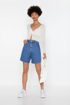 Denim Shorts Outfit, Shorts Outfits Women, Summer Shorts Outfits, Mom Jeans Shorts, Long Shorts, Jean Short Outfits, Edgy Outfits, Cute Casual Outfits, Quirky Fashion