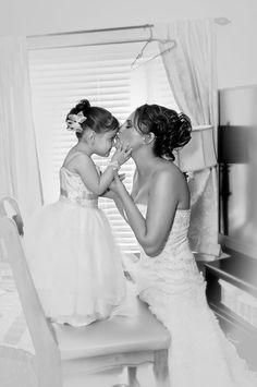 Super ideas wedding photography poses with parents children Black Bridesmaids, Black Bridesmaid Dresses, Wedding Dresses, Wedding Vows, Wedding Shoot, Wedding Day, Post Wedding, Wedding Stuff, Wedding Photography Poses