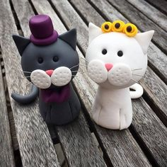 This super cute grey and white cat couple were a custom order: All my toppers are completely amendable depending on your requirements! Please message me with any questions and your personal brief. Sizing: They can be 7-9cm in height, please specify your preference when ordering. Custom Options: If you would like a bespoke option, please message me with the relevant details: Colour of the cats Colour of top hat on the groom Colour of the tie / bow tie on the groom Colour of flowers on br...