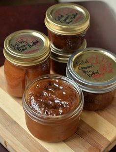 Salted Caramel Pear Butter – the taste space Canning Pears, Pepper Jelly Recipes, Dream Recipe, Caramel Pears, Pear Butter, Pear Jam, Homemade Applesauce, Pear Recipes, Frozen Fruit
