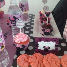 Dessert table / sweet table minnie mouse