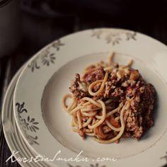 Spaghetti bolognese zapiekane z mielonym mięsem i sosem pomidorowym Spaghetti, Pasta, Chili, Main Dishes, Ethnic Recipes, Food, Main Course Dishes, Entrees, Chile