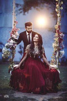 Couple wedding dress - 40 Couple goals Pics & bucket list for 2019 that'll make you believe in fairy tales Pre Wedding Shoot Ideas, Pre Wedding Poses, Indian Wedding Couple Photography, Bridal Photography, Candid Photography, Romantic Couples Photography, Photography Lighting, Couple Wedding Dress, Wedding Couples