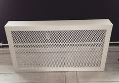 Hjemmelavet radiatorskjuler Diy Interior, Living Room Interior, Interior Decorating, Ikea Furniture Hacks, Radiator Cover, Hallway Decorating, Home Hacks, Colorful Interiors, Betta