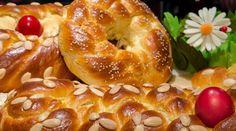 Τσουρέκια αφράτα, με ίνες γεμάτα άρωμα και νοστιμιά | magiacook Tsoureki Recipe, Greek Desserts, Easter Recipes, Bagel, Bread, Cooking, Food, Kitchen, Brot