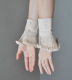 Ruffle detail cuffs - like the idea of creating these to wear underneath sweaters etc so it looks like you have layers without the baulk on the body. Faux Col, Dilara Findikoglu, Fashion Details, Fashion Design, Fabric Manipulation, Collar And Cuff, Sleeve Designs, Ideias Fashion, Fashion Accessories