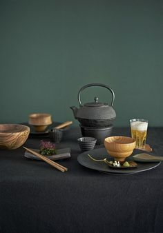Fest & dukning: Big in Japan V60 Coffee, Sushi, Coffee Maker, Centerpieces, Table Settings, Kitchen Appliances, Japan, Traditional, Inspiration