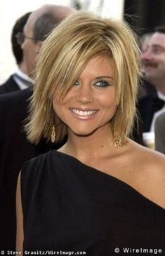 Tiffani Amber Thiessen cute shaggy bob / hair tips