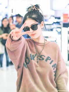 Jeon Somi ( 전소미 ) Best Photos Collection - The K-Pop Chart Jeon Somi, Fashion Tag, Daily Fashion, Kpop Girl Groups, Kpop Girls, Elegant Wedding Hair, Beauty Full Girl, K Idol, Airport Style