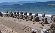 Súper escultura en arena