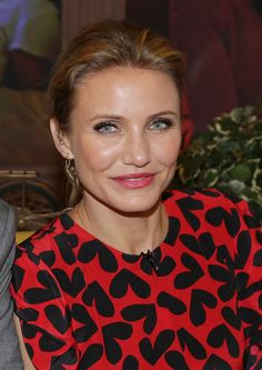 Cameron Diaz: Cameron's thick, dark lashes seductively framed her sky-blue peepers on the set of Despierta América.