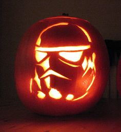 33 Star Wars Pumpkin Carvings (Star Wars Jack-O-Lanterns) - Clicky Pix Star Wars Halloween, Holidays Halloween, Halloween Pumpkins, Halloween Crafts, Halloween Decorations, Stormtrooper Pumpkin, Minion Pattern, Pumkin Carving, Pumpkin Contest