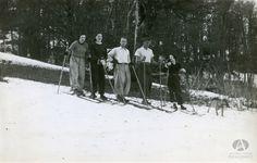Dora Maria Pefaure, Anna Boock, Bresler. esquiando en el Cerro Otto, Bariloche, Ca. 1927 (Colección Lunde en Archivo Visual Patagónico)