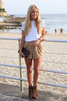 beige shorts and boots in the summer