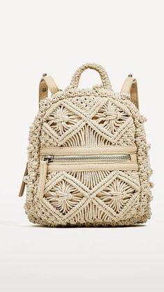 Makramee & # s fotos - fotos Mochila Crochet, Bag Crochet, Crochet Backpack, Crochet Granny, Macrame Purse, Macrame Knots, Macrame Curtain, Macrame Design, Boho Bags