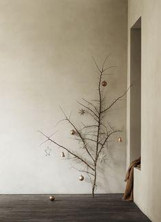 10 Beautiful Christmas Decor Ideas from Scandinavia Minimal Christmas, Nordic Christmas, Christmas Star, Christmas Holidays, Christmas Decorations, Holiday Decor, Christmas Tables, Modern Christmas, Xmas Deco