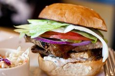 BBQ Tempeh Burger  大豆の発酵食品テンペを使ったビーガンバーベキューバーガー