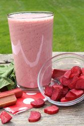 Try this free recipe for Rhubarb Cheesecake Smoothie from Mountain View Country Market. Get all your bulk food ingredients at Mountain View Country Market in Chuckey, TN Milk Shakes, Smoothie Bowl, Smoothie Recipes, Rainbow Layer Cakes, Raw Juice, Bulk Food, Rhubarb Recipes, Vanilla Yogurt, Happy Foods